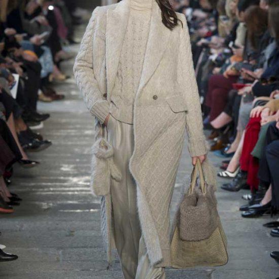 Осень - зима 2017 брючный костюм бежывый и пальто  max-mara
