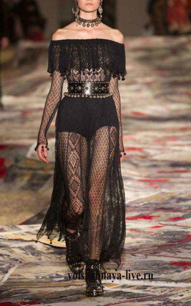 Черное платье из кружева с открытыми плечами Маккуин