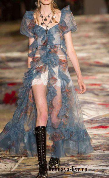 Шифоновое, голубое платье накидка с рюшами