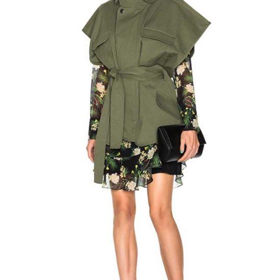 Безрукавка цвета хаки в сочетании с шифоновым платьем