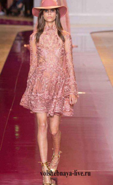 Коктейльное розовое платье расшитое стразами, розового цвета с пышной юбкой