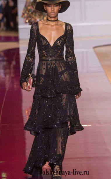 Черное платье из тонкого кружева с глубоким дэкольте Murad couture зима 2017