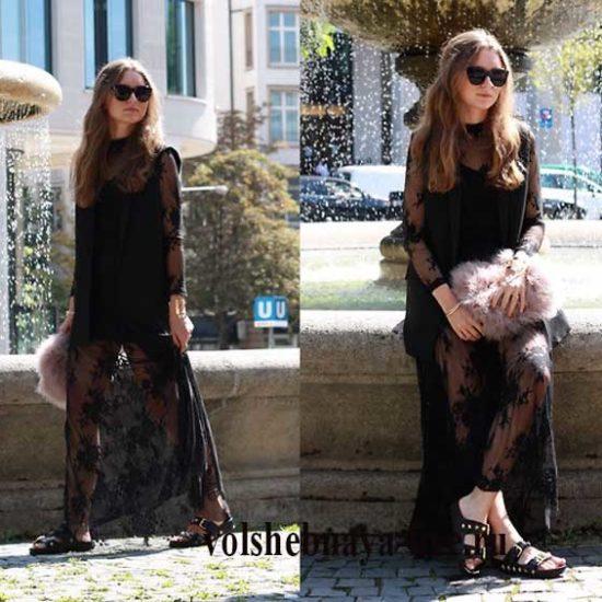 Черное кружевное платье и шлепки из кожи