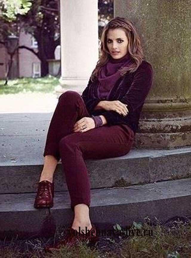 Укороченные брючки бордо с чем носить