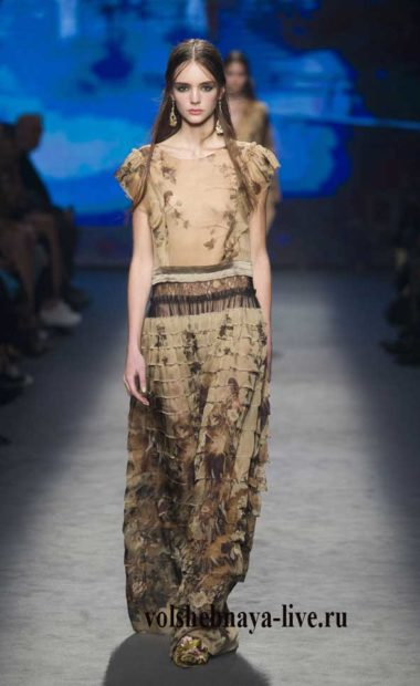 ferretti Платье с рюшами бежевое