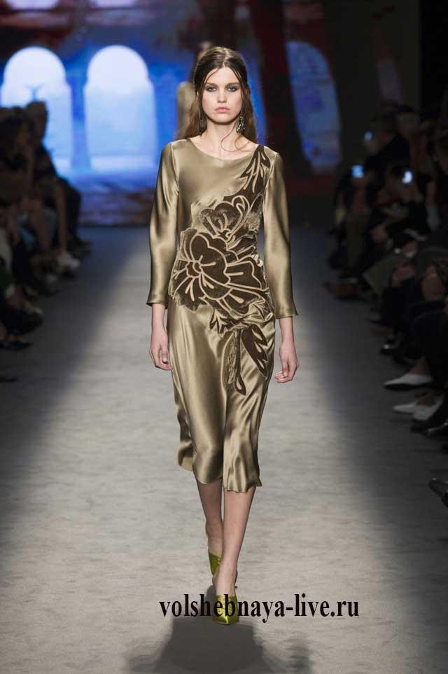 Платье миди из атласа цвета хаки с бархатной отделкой