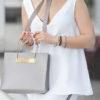 ерая сумка квадратной формы под летние белые брюки с лампасами