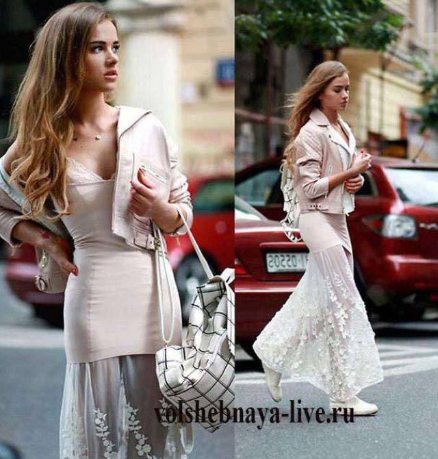Как создать образ с розовой косухой и платьем из кружева