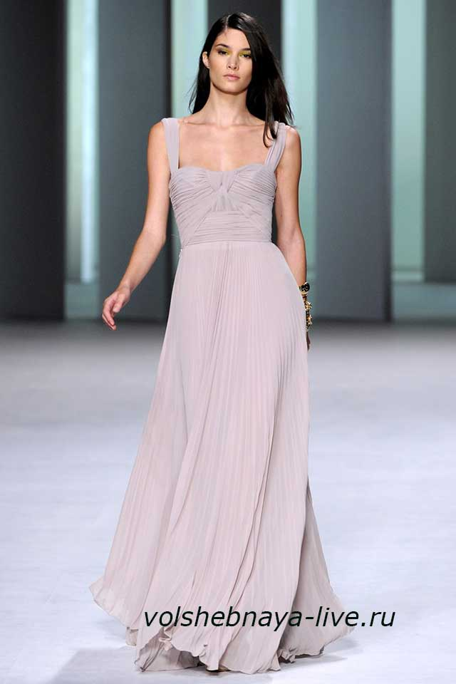 Платье модного цвета едва лиловый