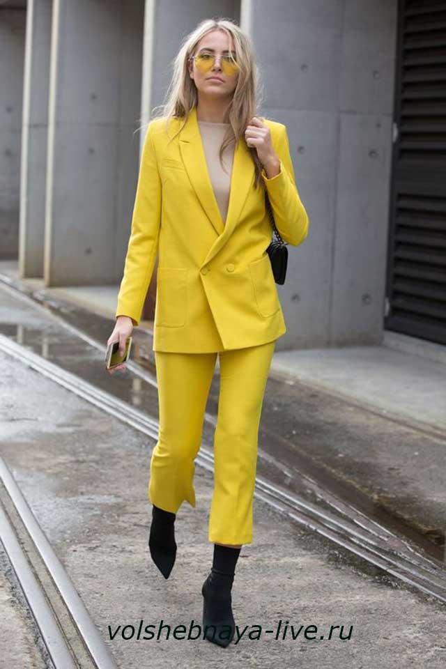 Брючный костюм женский оттенка желтая иволга