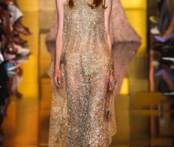 Бежевое платье с пайетками: создаем безупречный образ