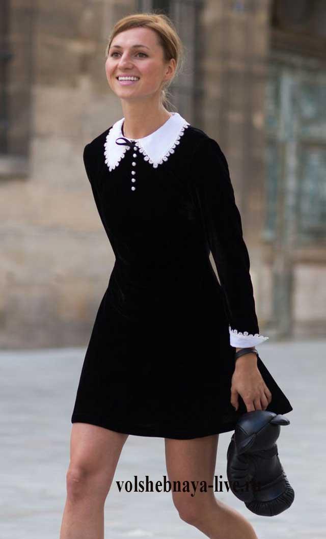 Бархатное мини платье с белым воротником