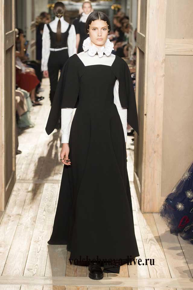 Длинное платье Валентино с воротником белого цвета