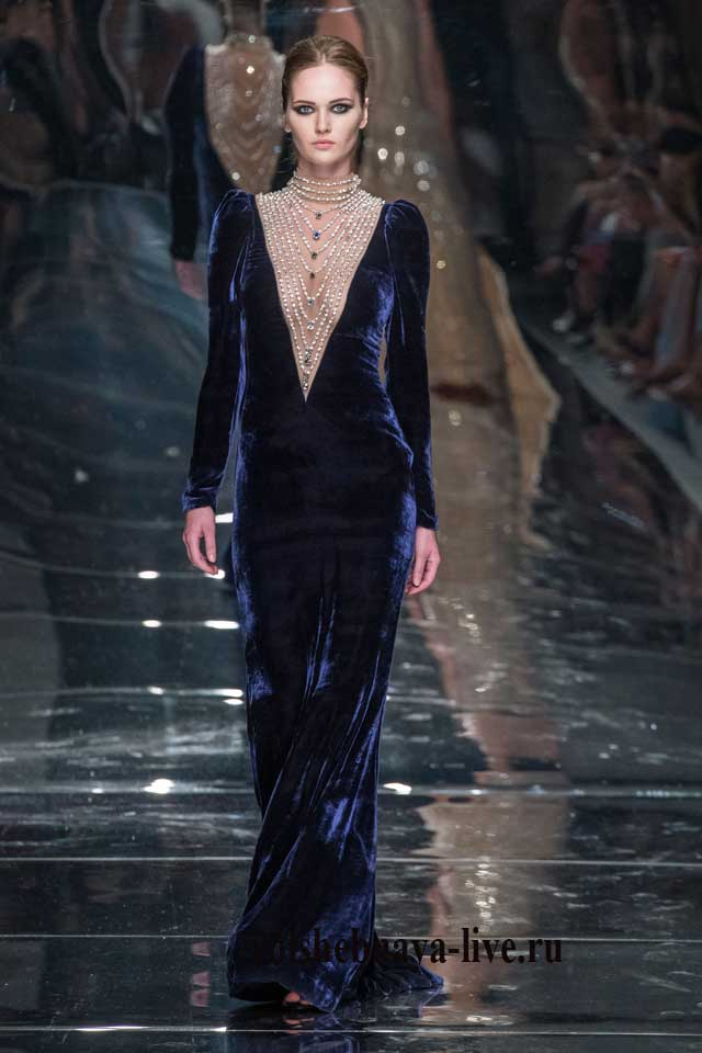 Темно синее платье в пол из бархата