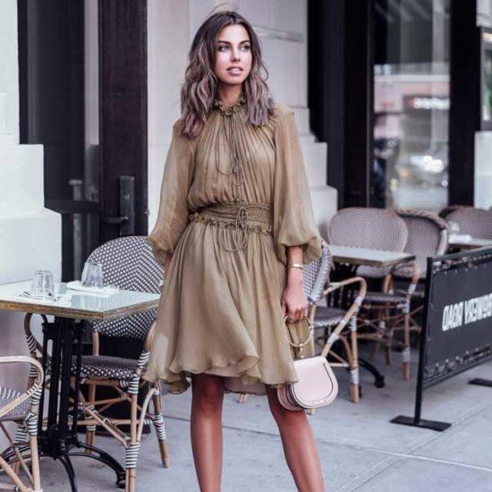 Образ с шифоновым платьем цвета хаки